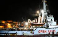 Migrants: L'Open Arms a accosté au port de Lampedusa